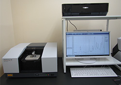フーリエ変換赤外顕微分光装置(FT-IR)